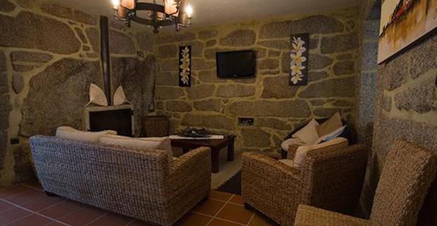 Abitare la terra la casa di pietra in portogallo for Disegni di case di tronchi
