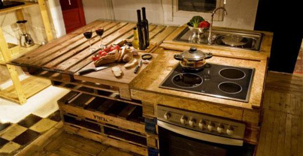 Come ti trasformo il bancale in una cucina ecosostenibile for Pallet arredamento