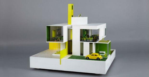 Case delle bambole disegnate da architetti famosi l for Case ristrutturate da architetti foto