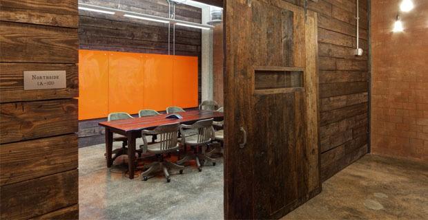 Nuovi uffici in un vecchio magazzino il riutilizzo for Arredamento magazzino