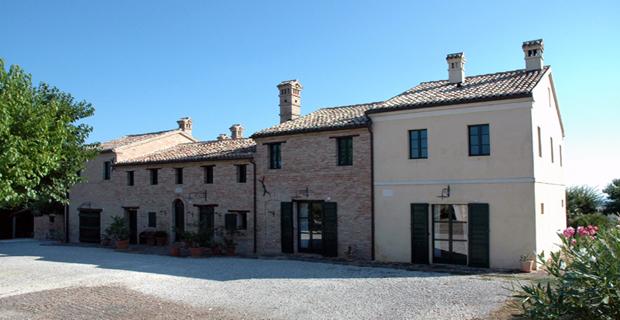 Come scegliere il colore in architettura interni esterni - Colore esterno casa campagna ...