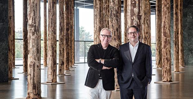 caption:A sinistra David Chipperfield e a destra il direttore della Nationalgalerie Udo Kittelmann. © David von Becker