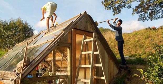 Autocostruzione di una serra solare passiva - Costruire una serra in casa ...
