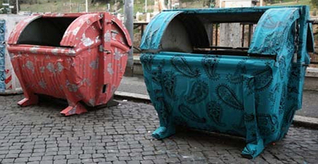 Camera Da Letto Con Tetto In Vetro Immersa Sottacqua Architettura Design : L eco design dei cassonetti a roma sono opere d arte