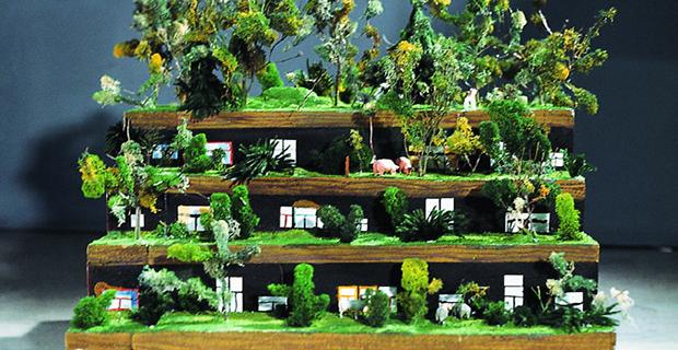 """caption:Il modellino della """"Terrace House"""" di Hunderwasser"""