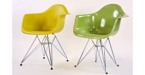 La storica eames shell chair prodotta in materiale riciclato for Sedie design originali