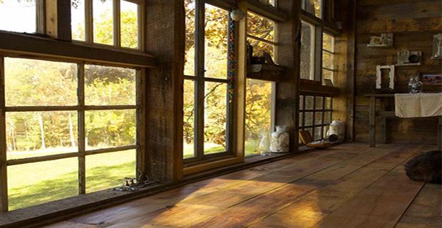 Finestre riciclate rivivono in una baita nel bosco - La casa con le finestre che ridono ...