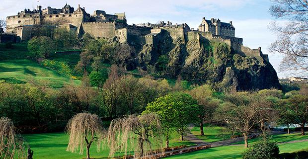 """caption:Edimburgo, esempio di """"green-city"""" che non ha mai perso il proprio rapporto con il genius loci e l'identità storica, conservando una sua immagine caratteristica ed unica."""