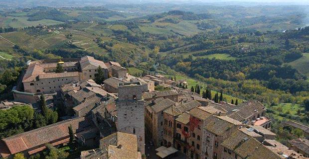 caption:Montepulciano: esempio di una corretta dialettica tra città e campagna.