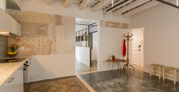 Ristrutturare con fantasia l appartamento nel quartiere gotico di barcellona - Ristrutturare casa antica ...