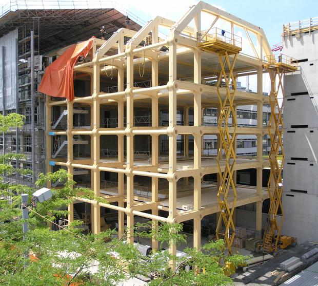 caption:Vista esterna della struttura in legno. © Blumer-Lehmann AG