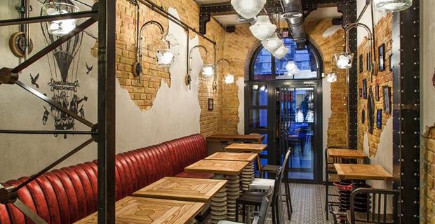Riciclo e arredamento gli interni del bar da oggetti for Mobili da ristorante di design