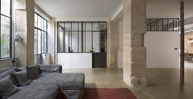 Da vecchia bottega artigiana diventa abitazione parigina for Progetti di loft di stoccaggio garage