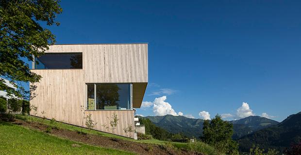 Casa jp la casa passiva per il programma di indipendenza for Costruire un garage su un terreno in pendenza