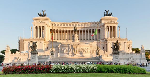 caption: Il monumento al Milite Ignoto, P.zza Venezia a Roma