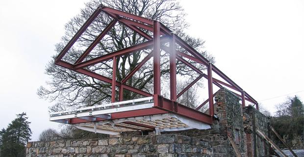 Pietra e acciaio per il recupero di un vecchio fienile - Casa in acciaio e vetro ...