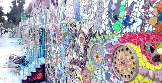 caption: A Damasco, il più grande murale del mondo fatto con materiali riciclati, realizzato da un team di artisti con a capo Moaffak Makhoul. Foto dalla pagina Facebook dell'artista.