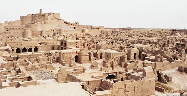 caption: Vista della città di Bam, Iran. © Nakayama Mitsuteru