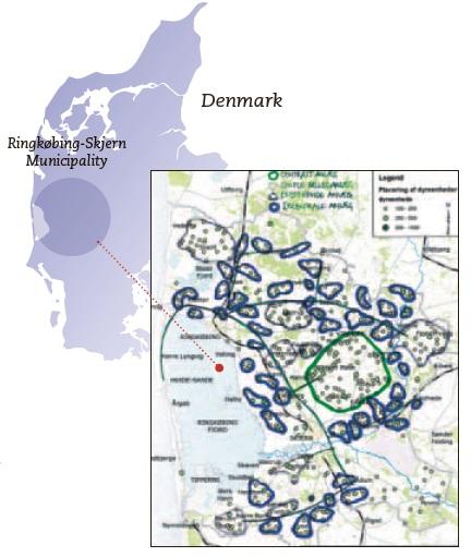 caption: Distribuzione degli allevamenti nel territorio del Comune di Ringkøbing-Skjern in Danimarca. I cerchi indicano gruppi di piccole fattorie che conferiscono il letame in appositi Centri di Digestione Anaerobica Delocalizzati (CDAD). Fonte HMN Naturgas.