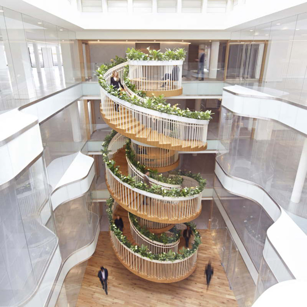 Una scala vegetale per stimolare la creativit a lavoro for Sala di piani quadrati a chiocciola