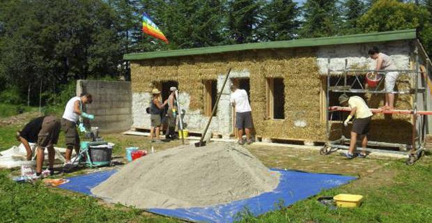 3 workshop estivi per costruire con paglia e terra cruda - Costruire casa paglia ...