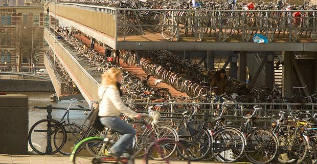 caption: Amsterdam, foto di Ryan Taylor