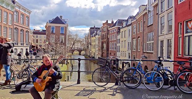 caption: Utrecht, foto di Tom Jutte