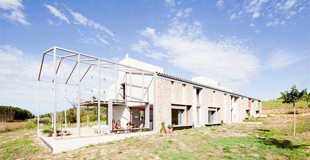 Casa in catalogna magazzino agricolo o moderna abitazione for Casa moderna in campagna