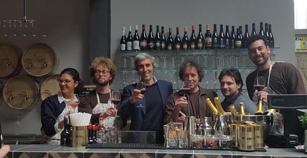 caption: Nella foto Dario Mirri (terzo da sinistra), ideatore di Sanlorenzo Mercato. Foto da livesicilia.it