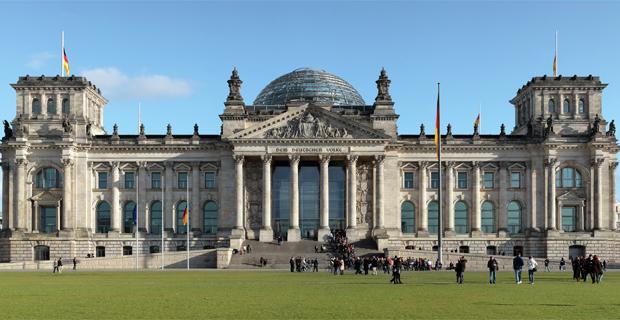 L 39 intervento di foster partners sul reichstag di berlino for Votazioni parlamento oggi