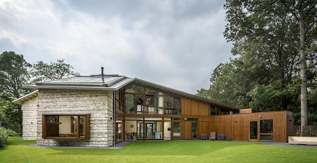 Villa Bakkum è lo chalet realizzato in Olanda da Moke Architecten