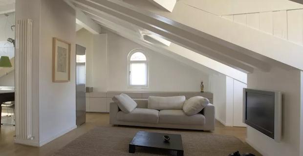 Per avere luce zenitale nel sottotetto si ricorre a nuove for Arredamento per sottotetto