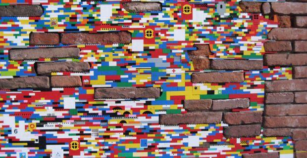 Il progetto Dispatchwork per la rigenerazione urbana con mattoncini colorati