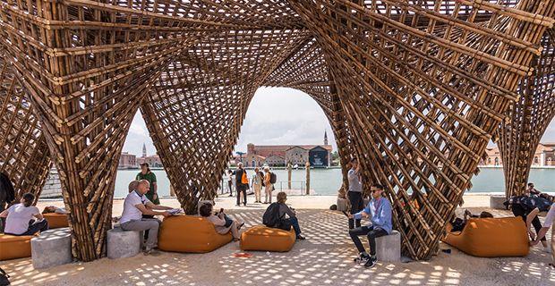 Il padiglione Bamboo Stalactite in bambù per la Biennale la Venezia 2018