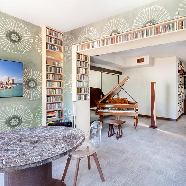 Motivi geometrici e arredi in corten in una residenza pugliese