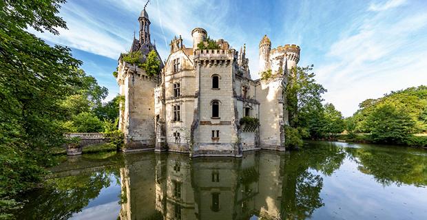Il nuovo concorso di YAC Common Ruins per il recupero di un castello francese