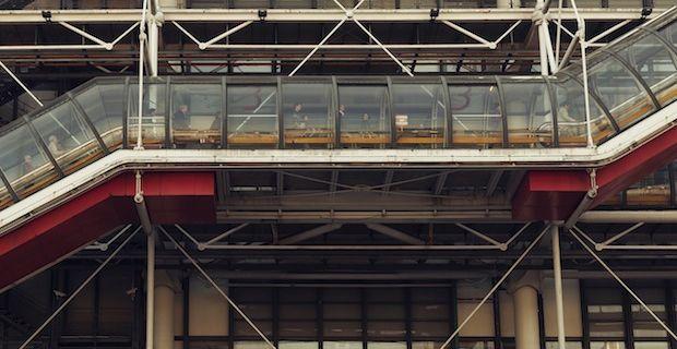 Gli scatti di Andres Gallardo sulle geometria urbane di Parigi.