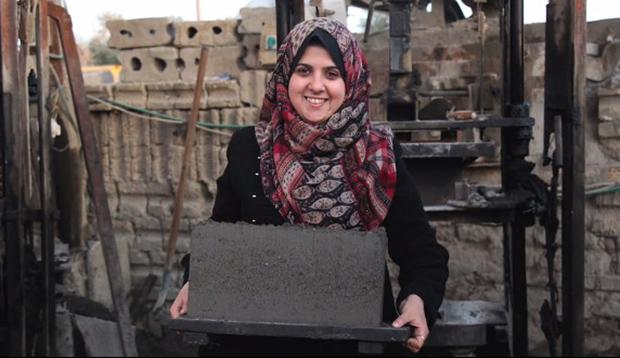 L'architetto per la ricostruzione di Gaza con mattoni fatti con le macerie.
